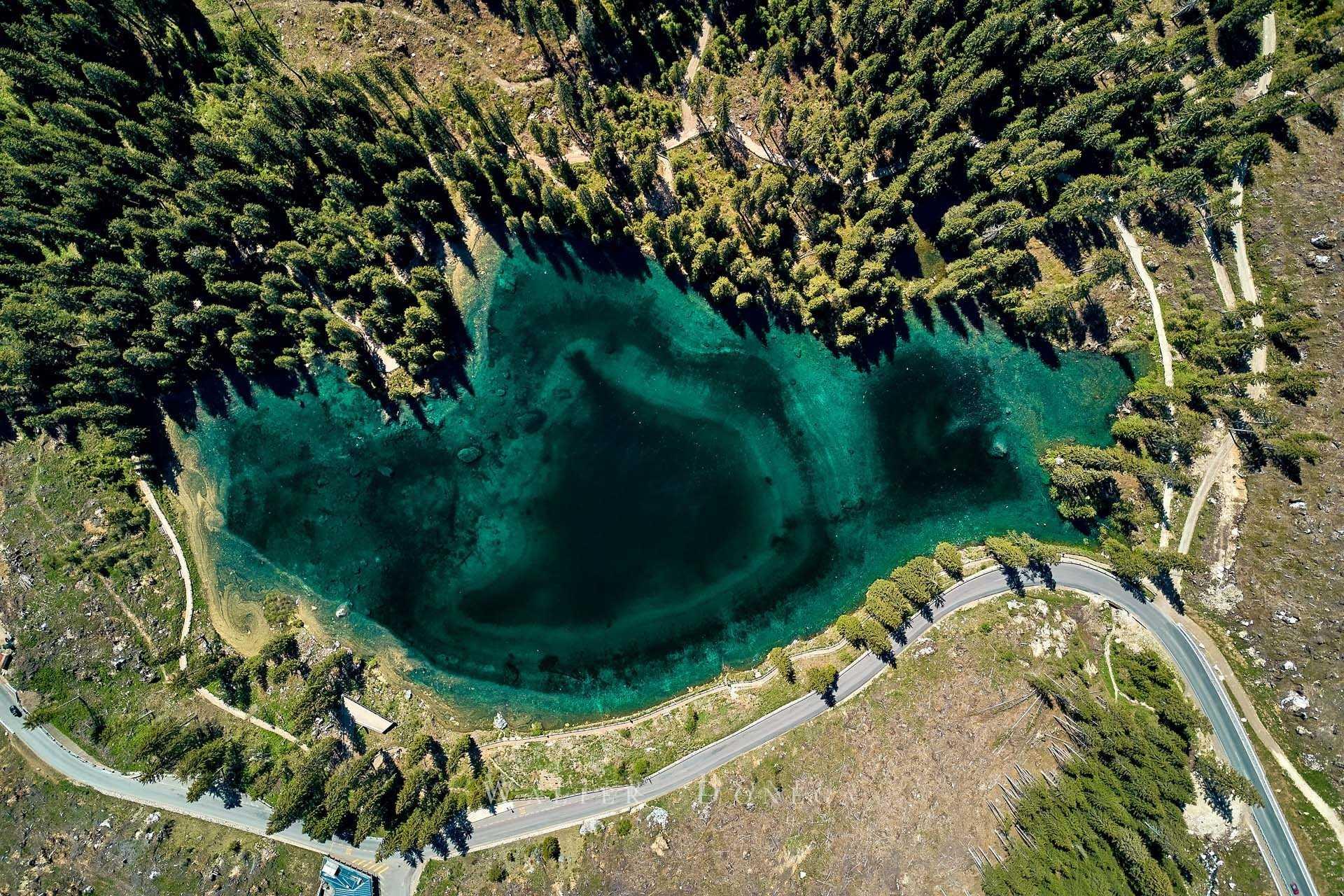 Il lago di Carezza dall'alto