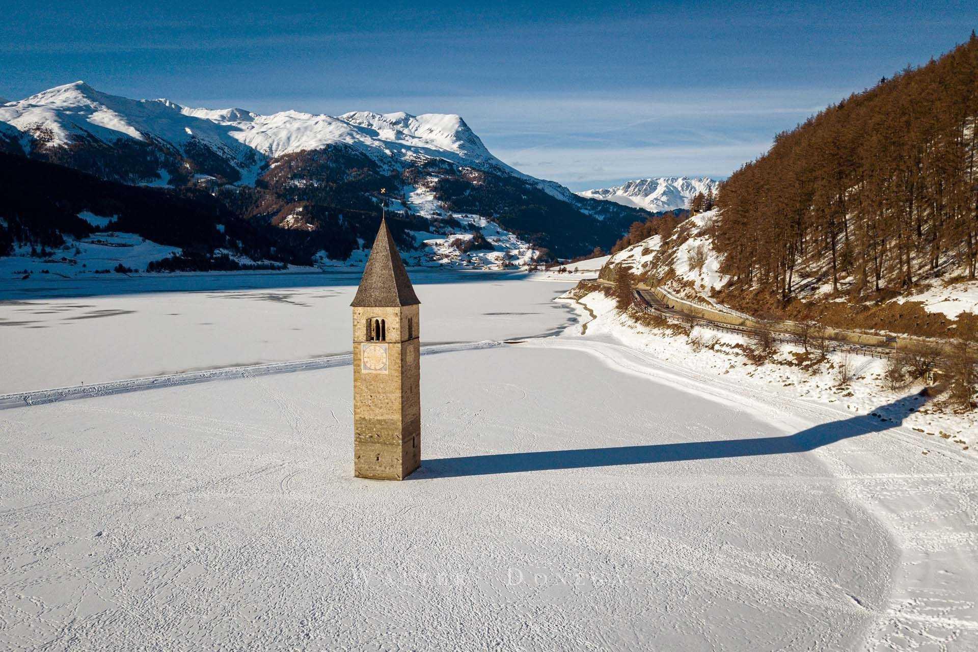 Il campanile del lago di Resia